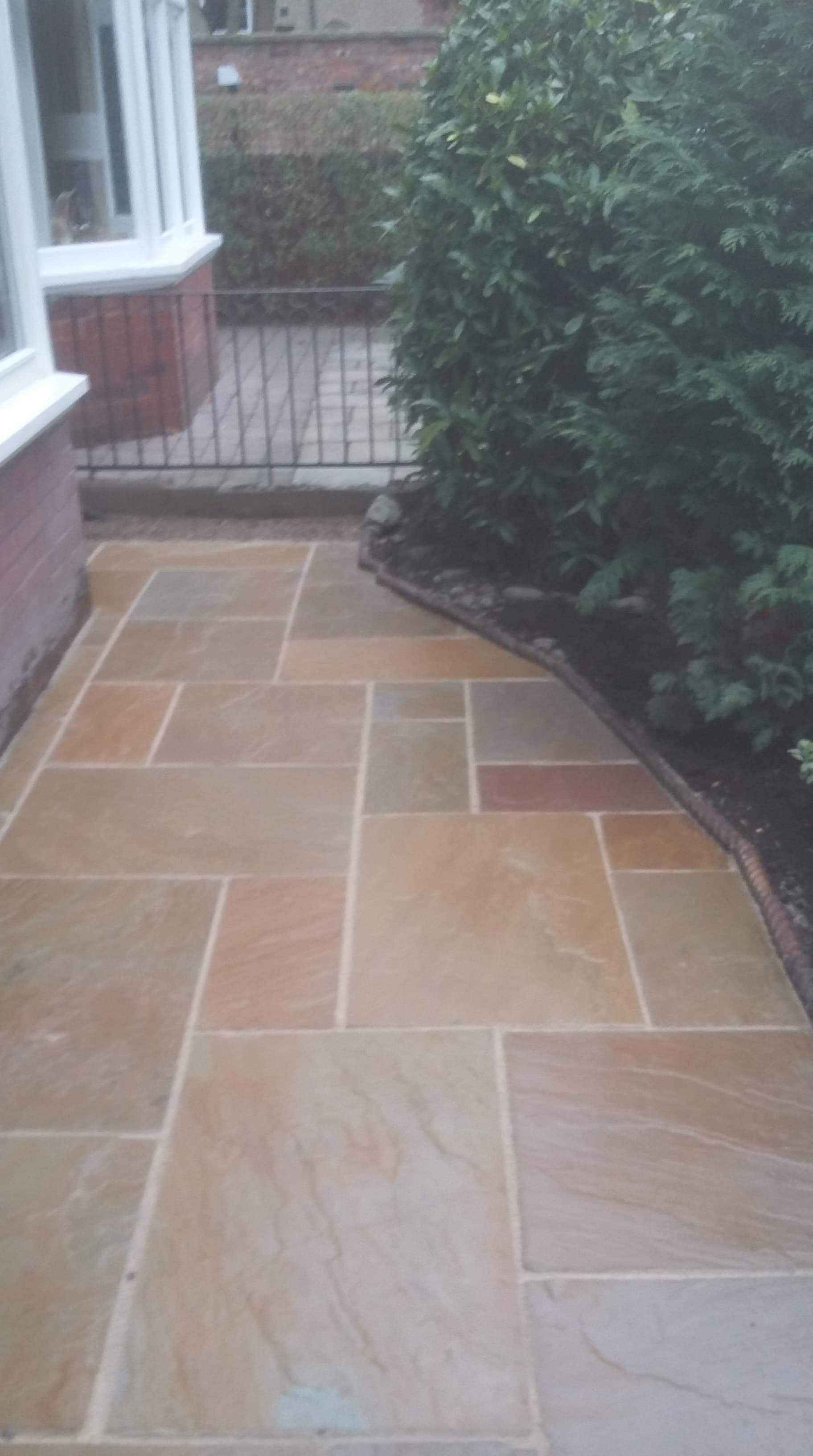 Darlington Buff Multi Sandstone With Mushroom Joint